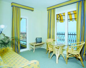 dalyan plaza hotel cesme Izmir hotel double room picture
